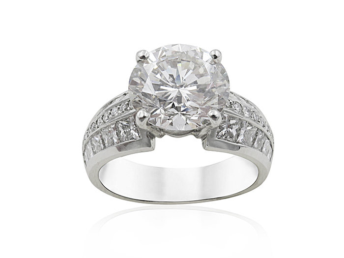 Alson Signature Collection Platinum Engagement Ring, Featuring a 3.52ct Round Diamond, VVS2 Clarity, I Color, GIA Certified, Accented with 20 Princess Cut Diamonds =1.34ctw and 32 Round Diamonds =.16ctw